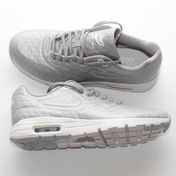 Women Nike Air Max running shoes size 8